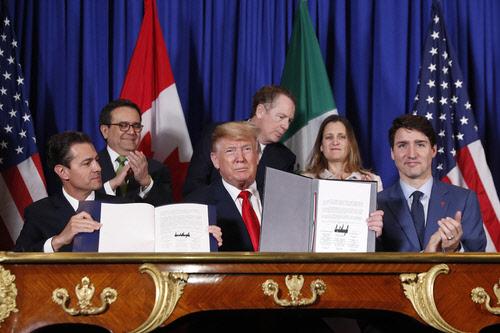 """미국·멕시코·캐나다 새 무역협정… 트럼프 """"모두에게 좋다"""""""